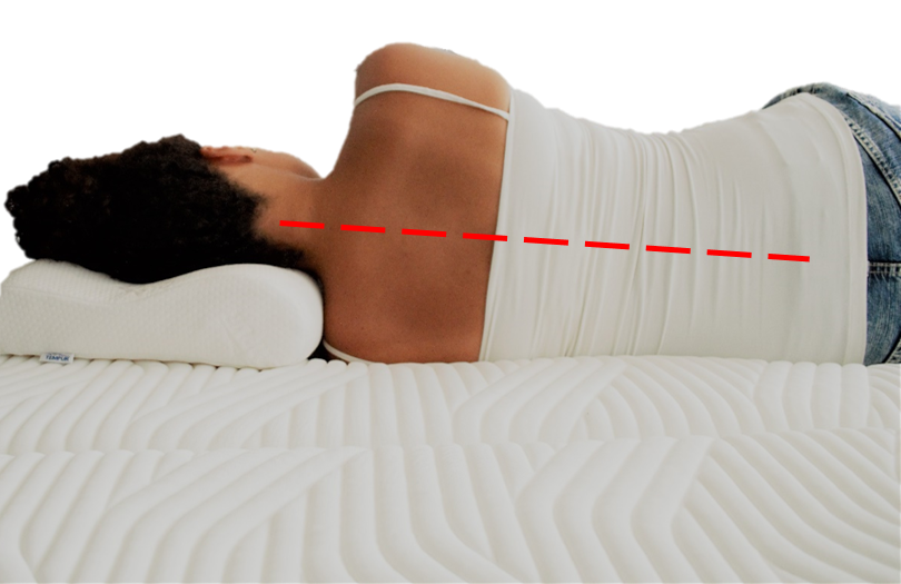 Nainen nukkuu kylkimakuulla sopivalla tyynyllä.