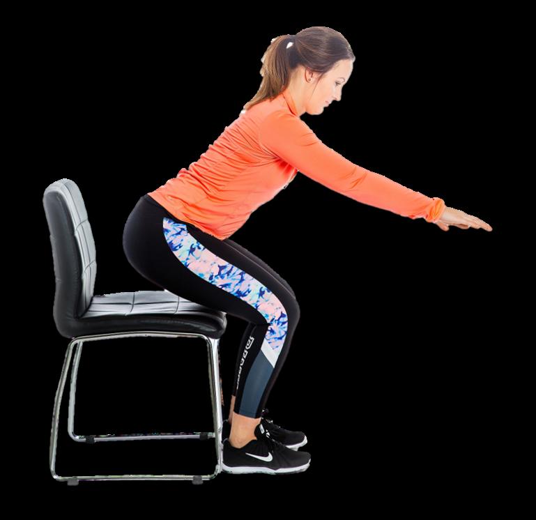 Nainen nousee tuolilta selkä suorana