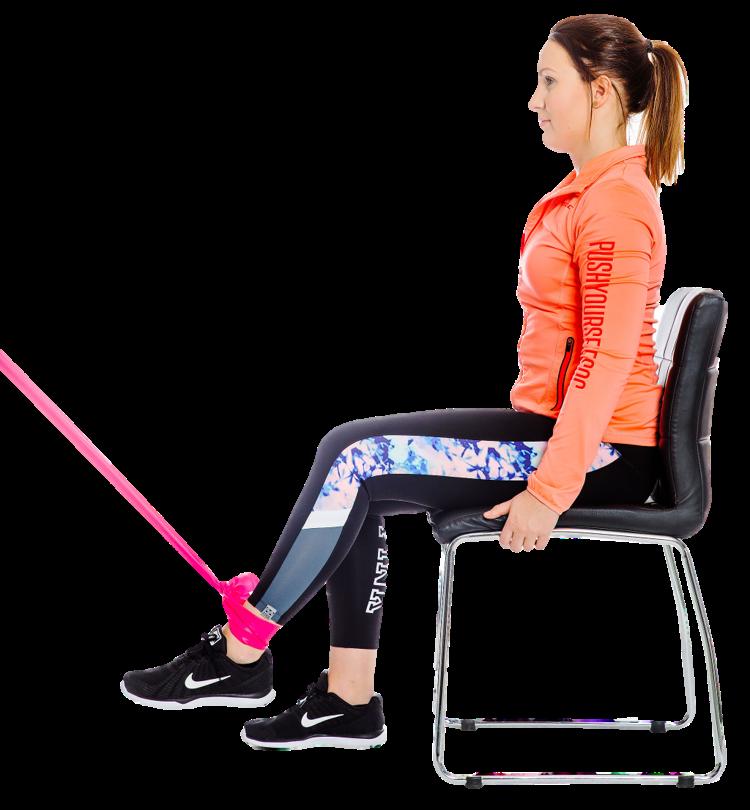 Nainen istuu tuolilla ja koukistaa suorana olevan jalan polvea
